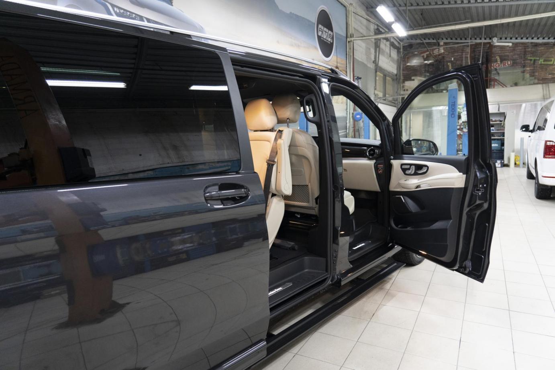 Новый Mercedes V-class с выдвижными электропорогами ATS